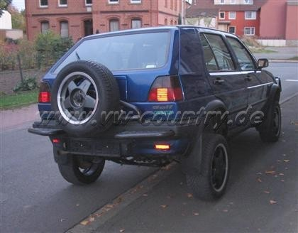 Nala mit Federn vom Audi A4 Avant hinten