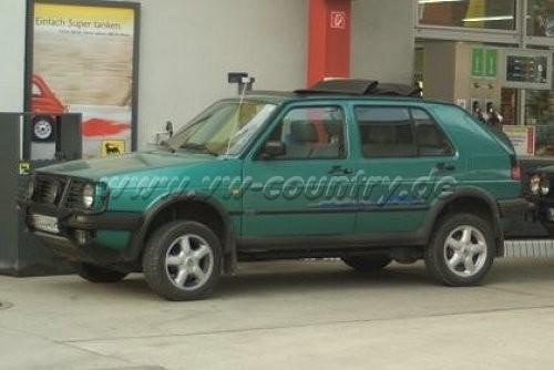 """VW Golf Country """"Standard"""" in der Farbe """"Montanagrün metallic"""" mit elektrischem Faltdach"""