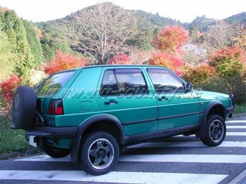VW Golf Country in Montanagrün metallic (Japan Version ohne seitliche Dekore)