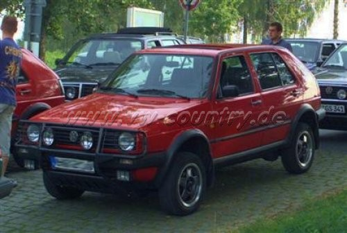 "VW Golf Country ""Standard"" in der Farbe ""Tornadorot"""